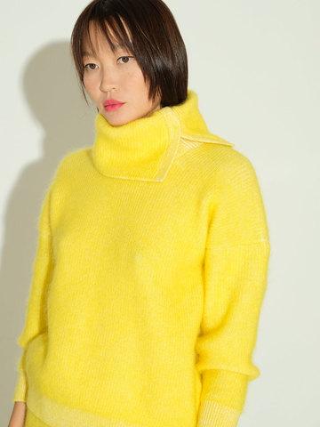 Женский свитер желтого цвета из мохера и кашемира - фото 3