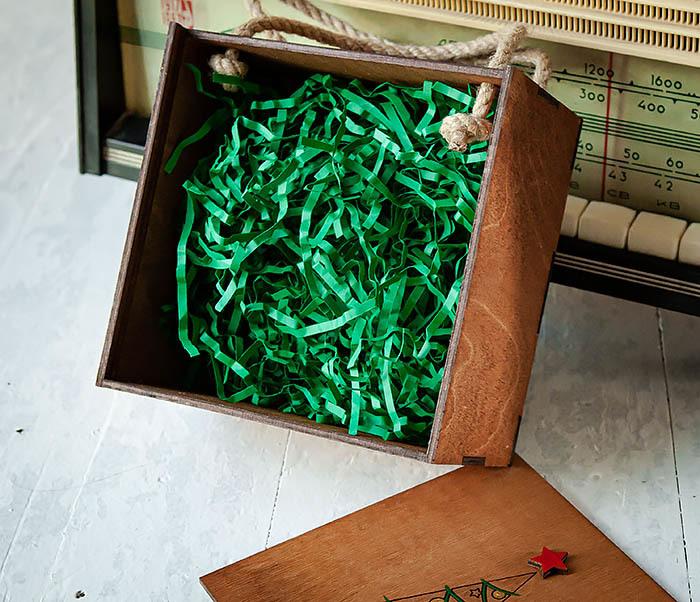BOX246-2 Новогодняя коробка с ручками с елкой и звездой (17*17*10 см) фото 07