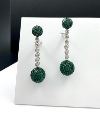 89037 - Серебряные серьги- шары с зелёными микроцирконами