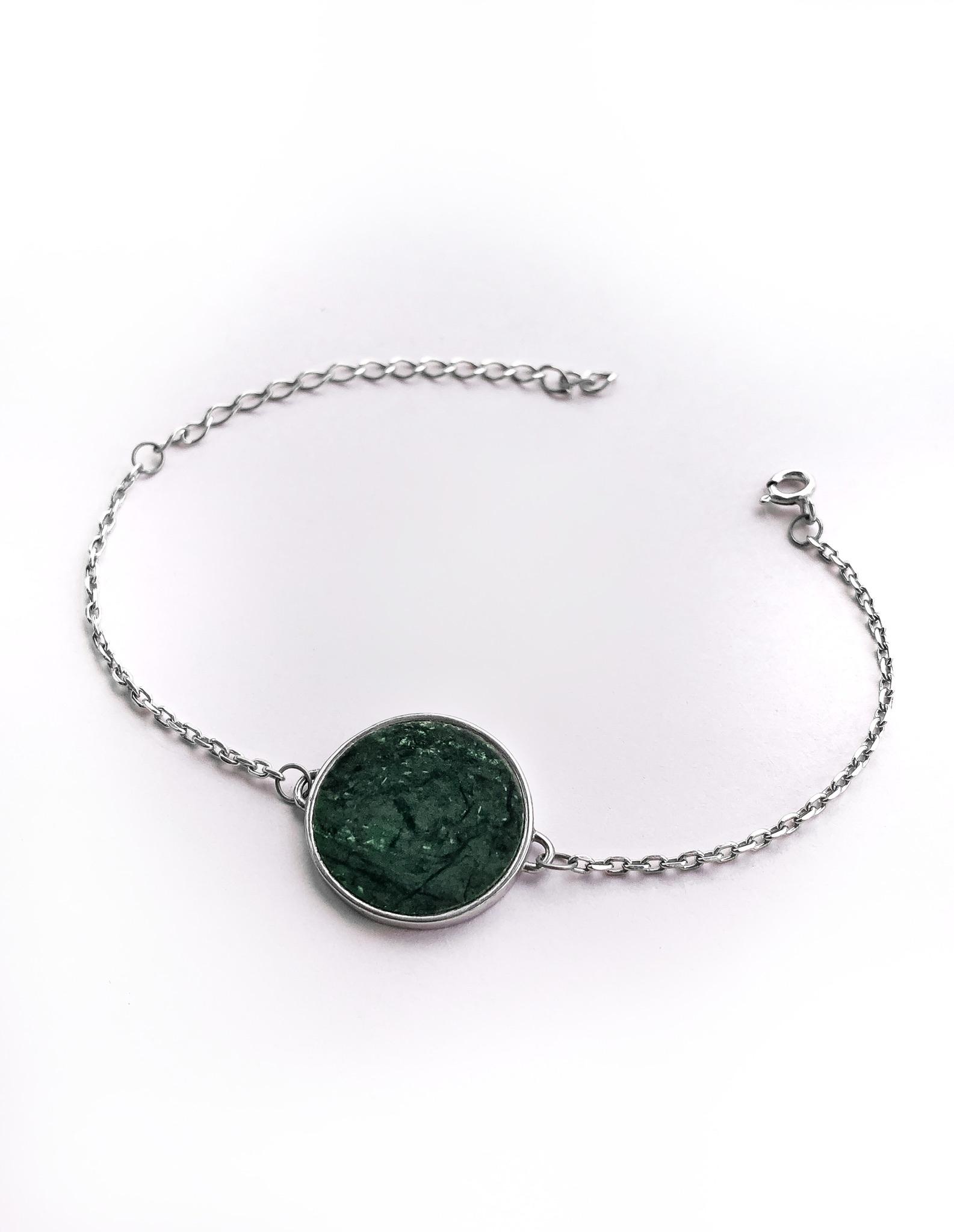 Серебряный браслет на цепочке с зеленым мрамором