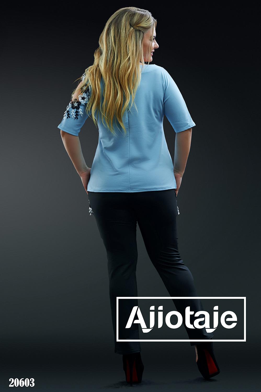 Двойка с голубой футболкой и штанами