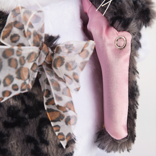 Кошечка Ли-Ли в шубке с бантиком