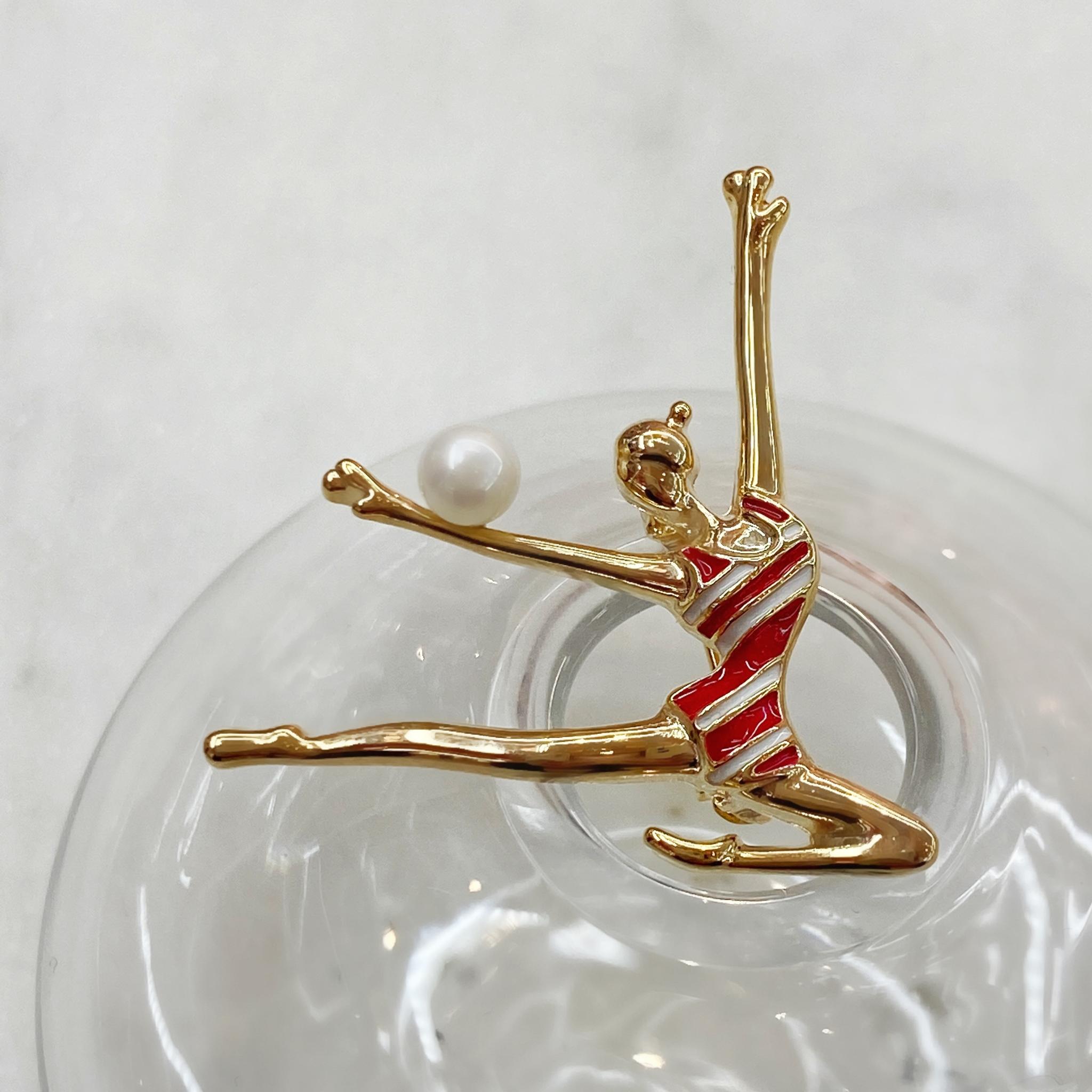 Брошь Гимнастка с мячом золотой красный