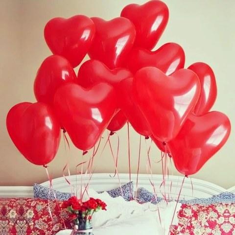 Фонтаны воздушных шаров из красных латексных сердец