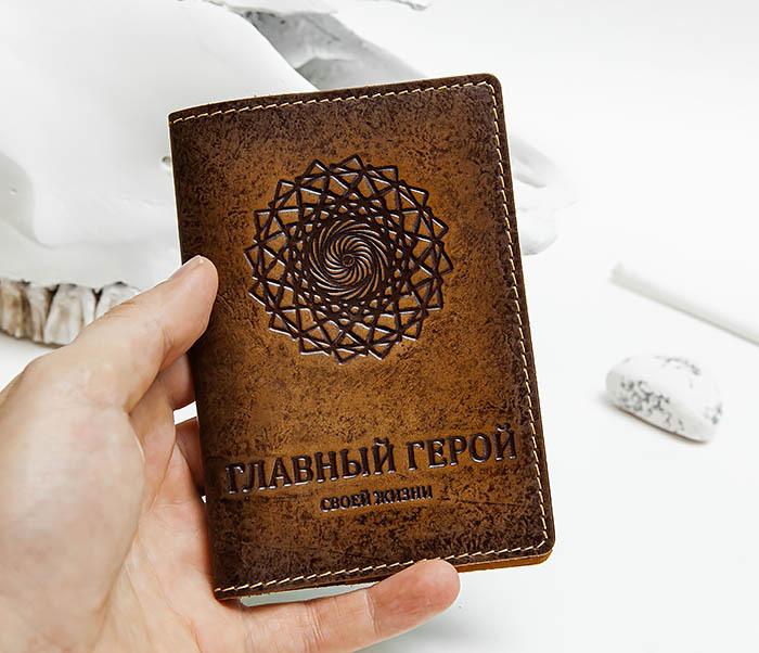 BY142603 Обложка для паспорта с надписью «Главный Герой Своей Жизни» фото 07