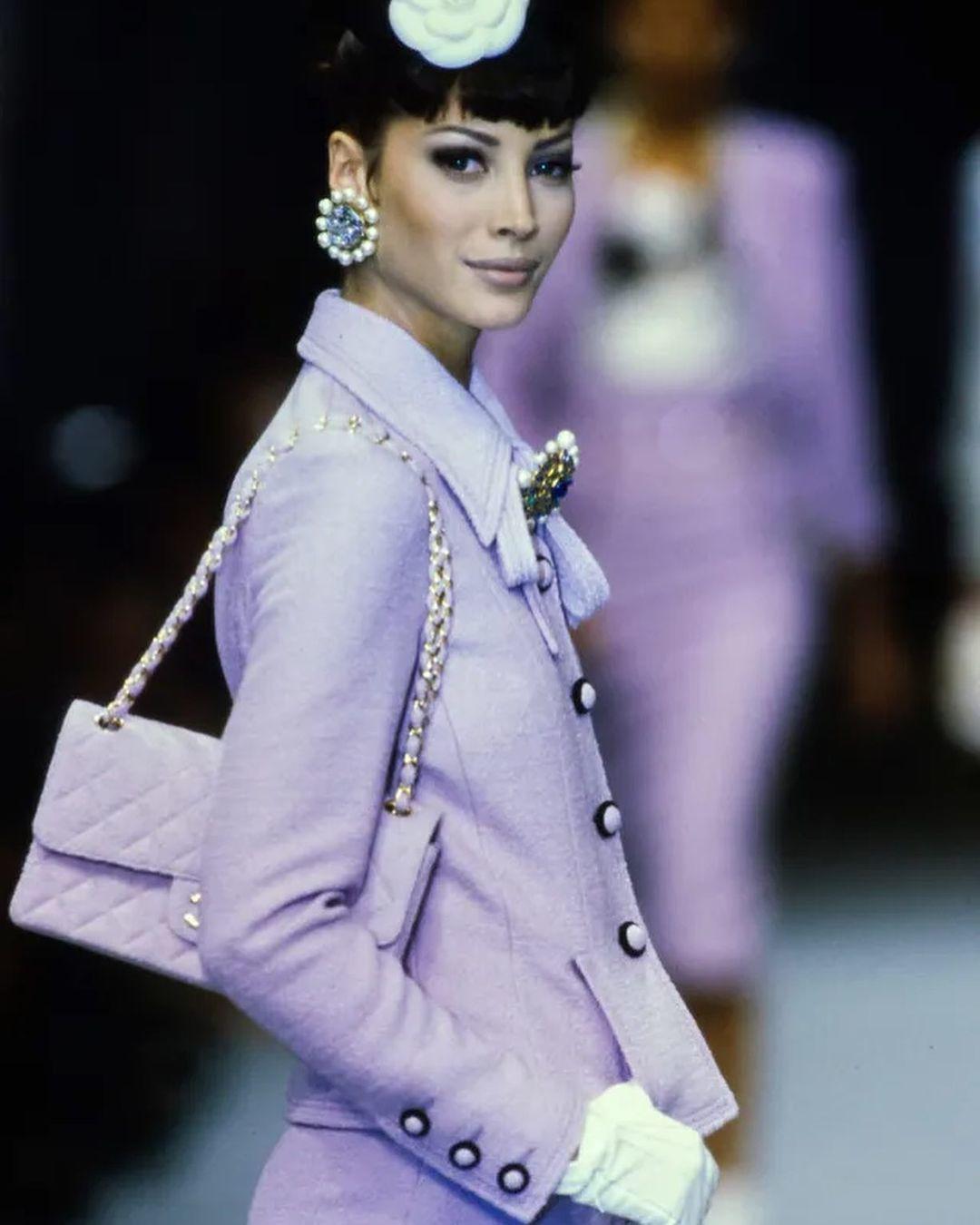 Серьги Chanel с крупным кабошоном Aurora Borealis и жемчугом 1992 г.