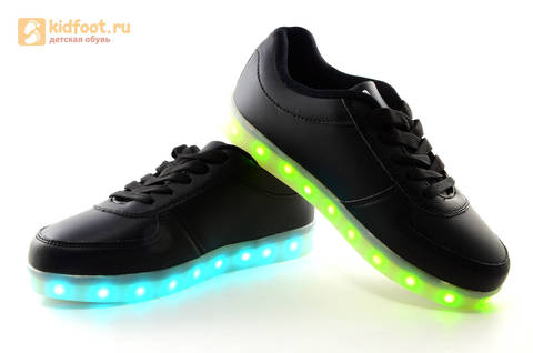 Светящиеся кроссовки с USB зарядкой Fashion (Фэшн) на шнурках, цвет черный, светится вся подошва. Изображение 12 из 27.