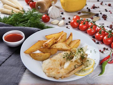 Филе рыбы, жареное с луком