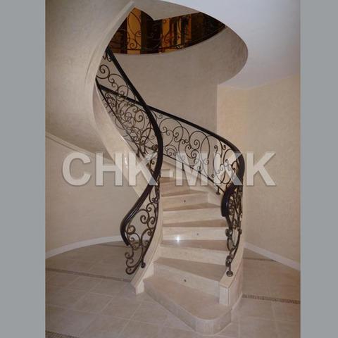 Лестница №5 из мрамора Крема Марфил  (Испания)