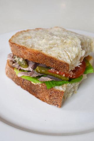 Сендвіч із запеченою індичкою та овочами 210 г