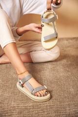 Qadın üçün bej rəng sandal