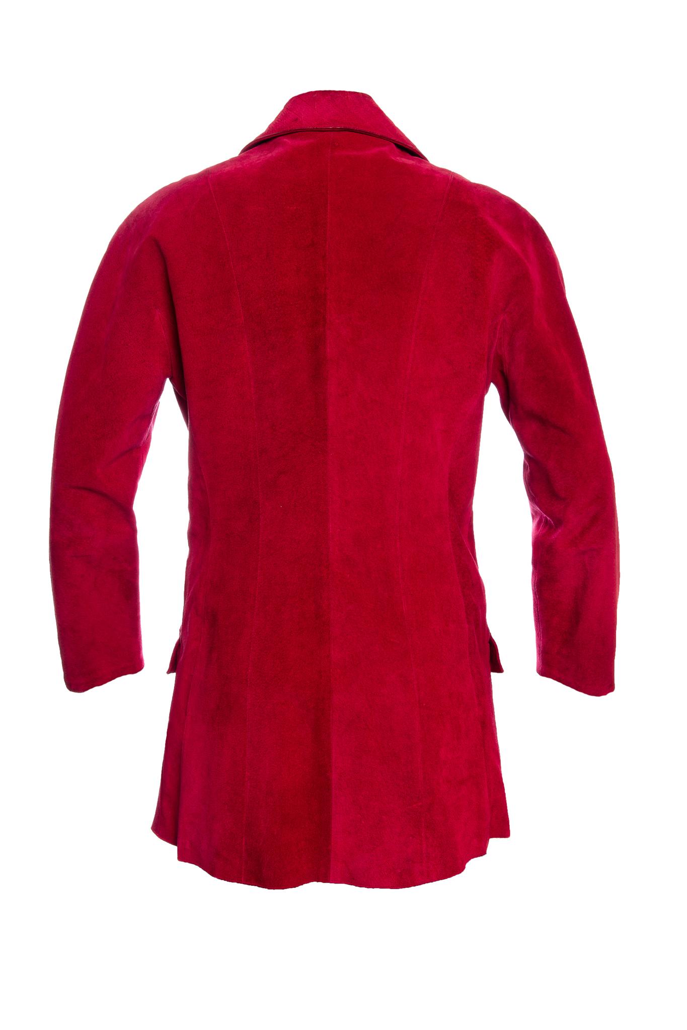 Эффектный удлиненный жакет из замши красного цвета от Chanel, 38 размер.