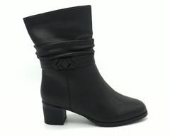 Черные кожаные зимние полусапоги на каблуке