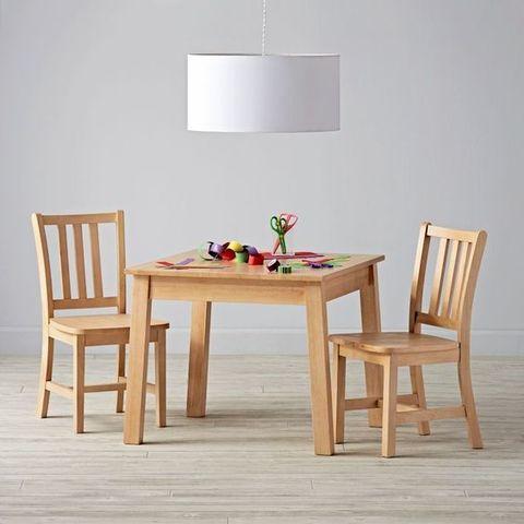 Детский стол и два стула