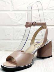Летняя обувь. бежевые босоножки на каблуке 7 см Brocoli B18900N-5454 Beige.