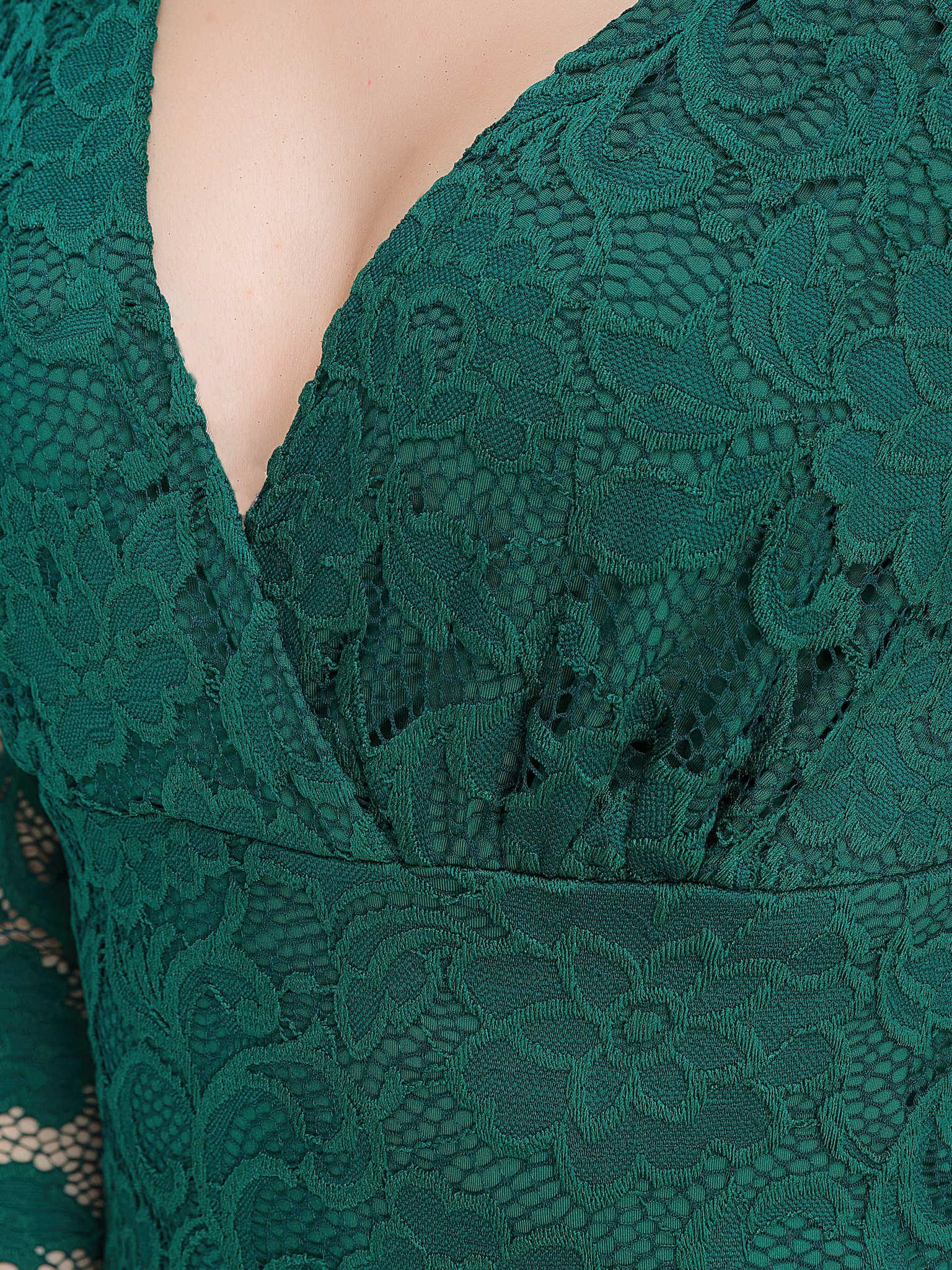 Короткое кружевное платье, изумрудного цвета