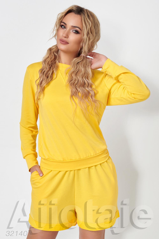 Желтый костюм с свитшотом и шортиками