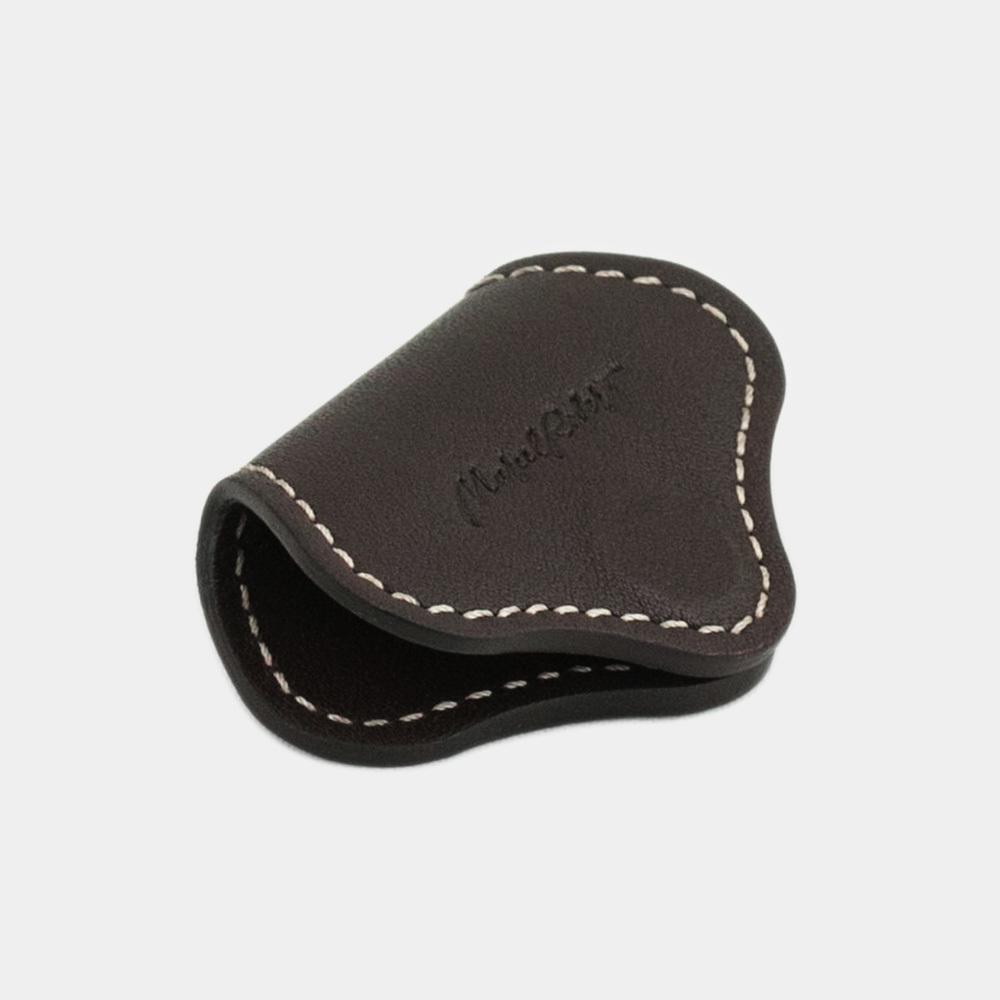 Чехол-держатель для наушников Chapeau Easy из натуральной кожи теленка, темно-коричневого цвета