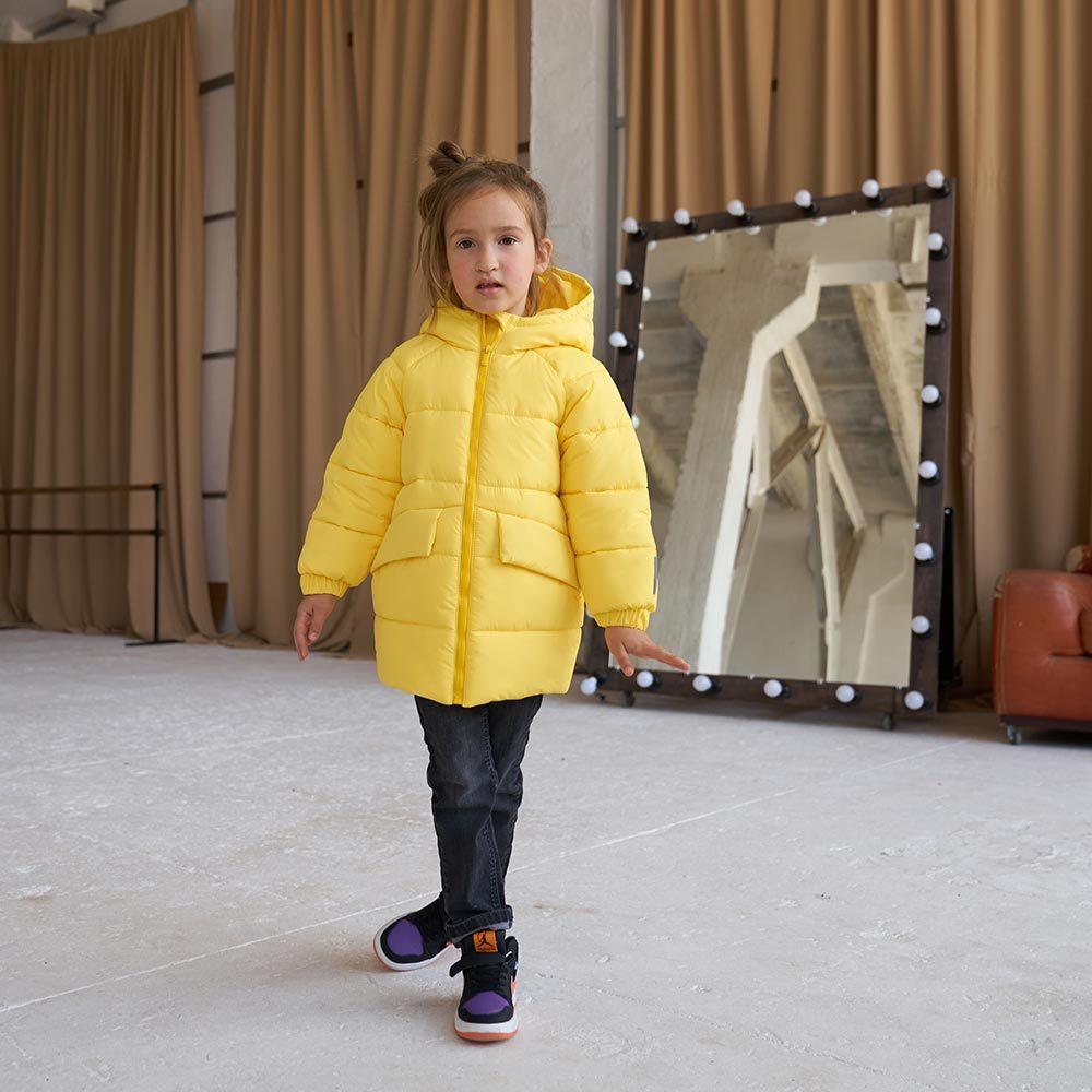 Дитяча подовжена зимова куртка в жовтому кольорі для дівчинки