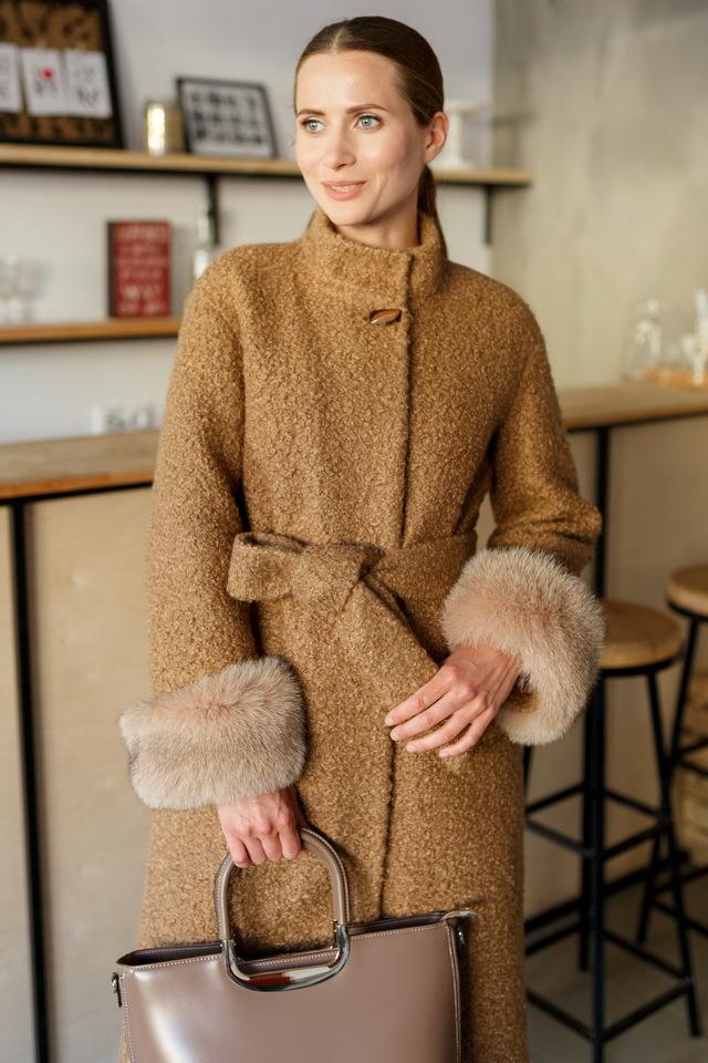 Пальто с манжетами