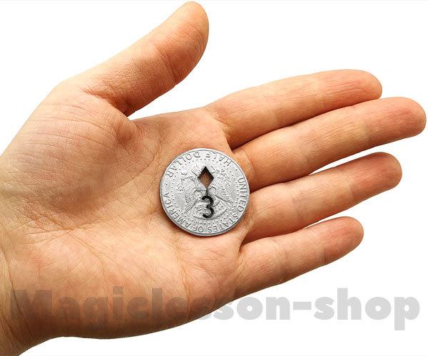 Карта вырезана в монете