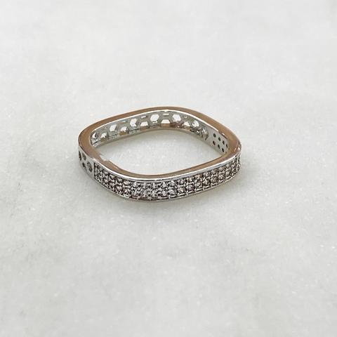Кольцо квадратное с узким цирконовым пале