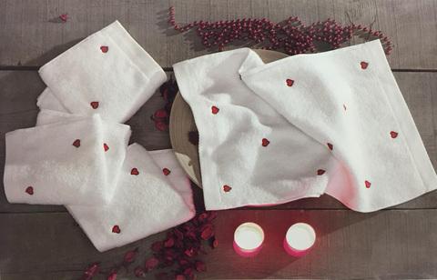 Подарочный набор махровых салфеток с вышивкой Лав, цвета в ассортименте