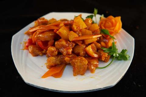 Свинина в кисло-сладком соусе с ананасом 菠萝猪肉