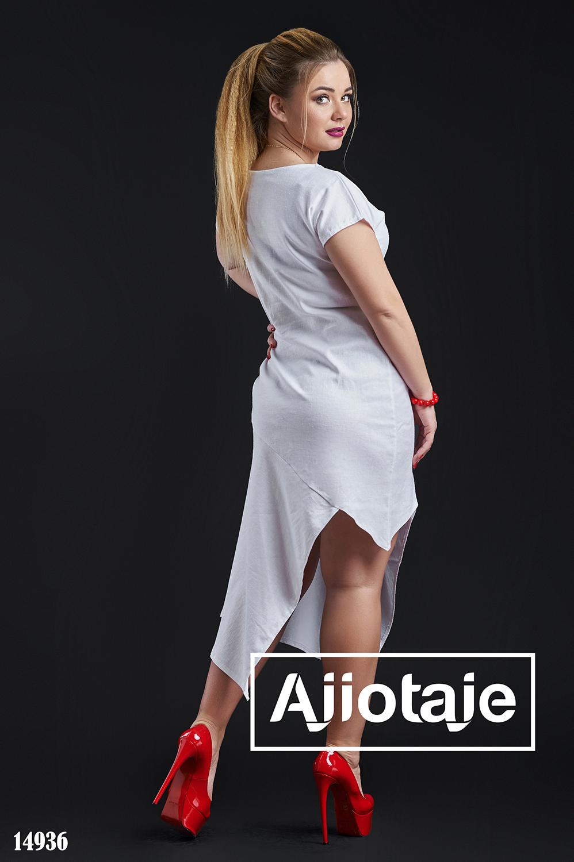 Белое платье оригинального кроя