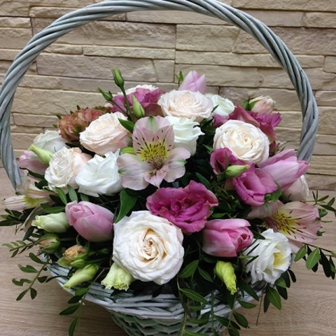 №54. Нежная корзинка с тюльпанами.