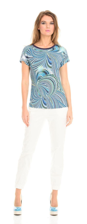 Т-шот М294-224 - Т-шот со спущенной линией плеча и контрастной окантовкой горловины. Приятная телу ткань и красивая расцветка сделают эту модель любимой в вашем летнем гардеробе. Отлично сочетаются с джинсами, брюками, шортами и юбками в стиле Casual