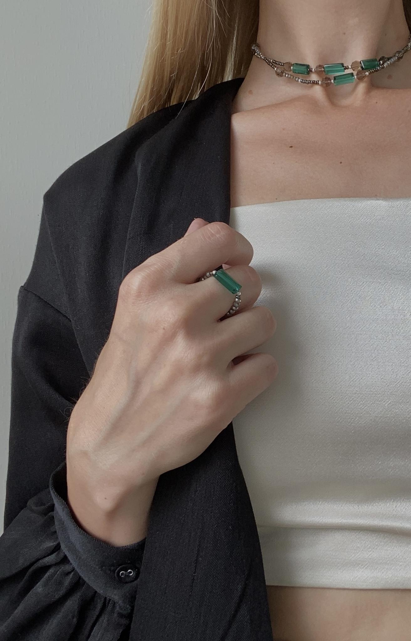Кольцо с изумрудным хрусталем  оптом и в розницу