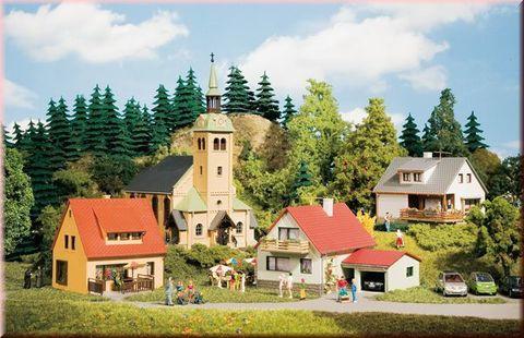 Небольшая деревня с Церковью
