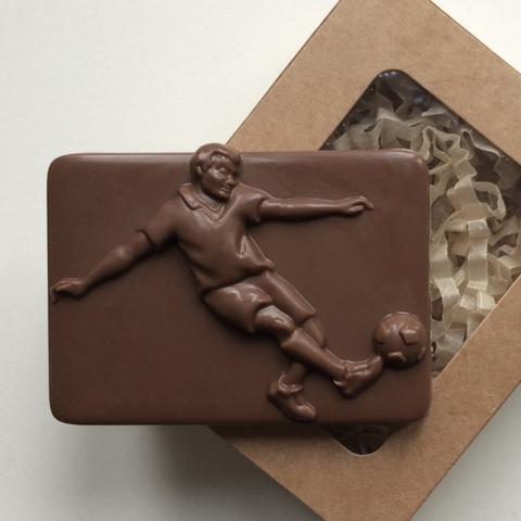 Пластиковая форма для шоколада дет. ФУТБОЛИСТ (80х60мм)