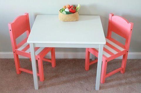 стол и два стульчика