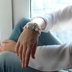 Браслет из белого речного жемчуга с декоративными бусинами с фианитами