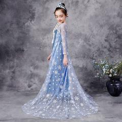 Новое блестящее платье Эльзы с пайетками и длинным шлейфом