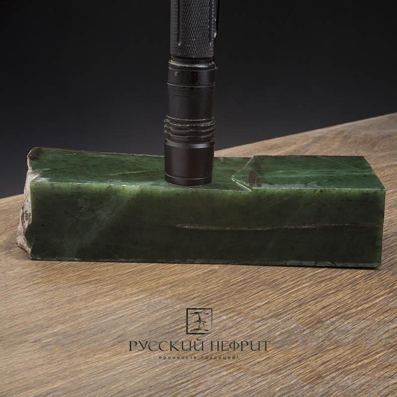Зелёный нефрит Зелёный нефрит качества модэ с мелким крапом. Образец №6 Образец_нефрита__6.jpg
