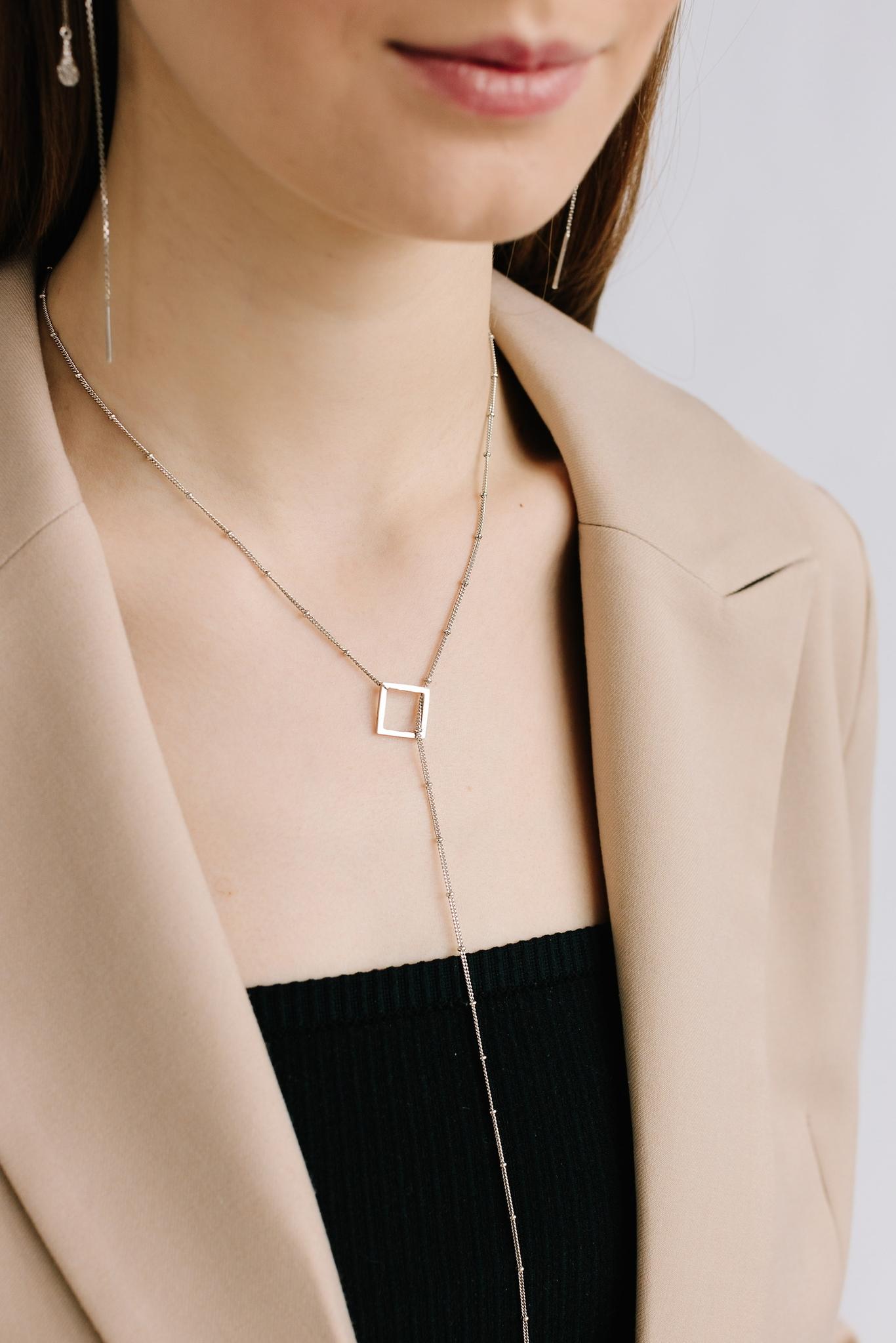 Серебряное колье-галстук с кисточкой и квадратом