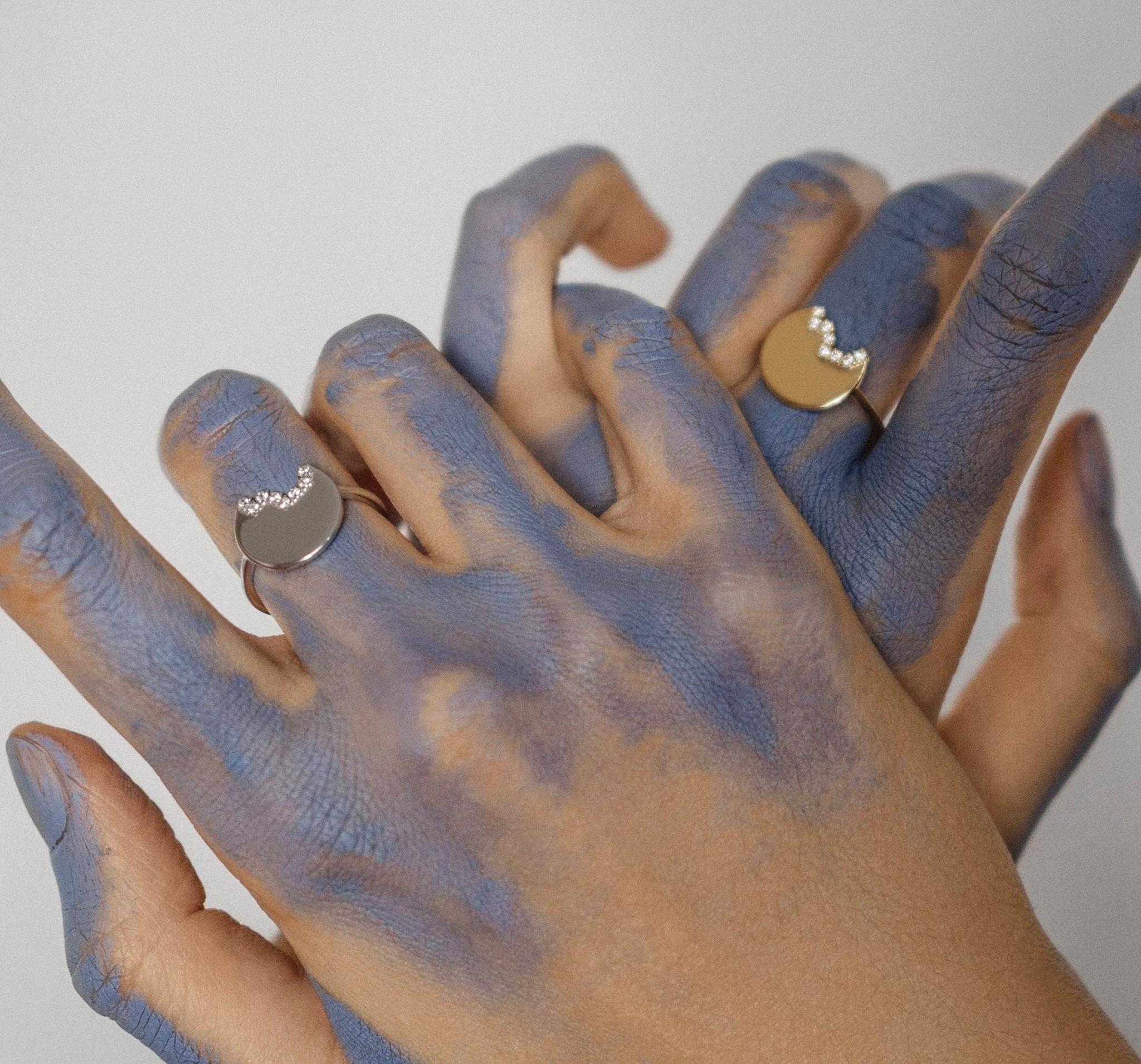 Нежное кольцо из серебра с неровным краем, украшенным фианитами от NASTYA MAXIMOVA