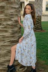 Платье из шифона голубого цвета с принтом оптом