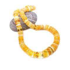 бусы из крупного янтаря медовых оттенков
