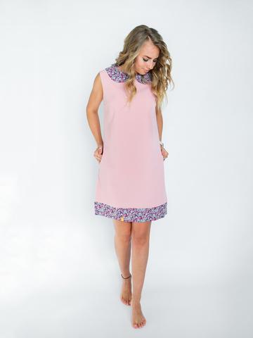 Платье пудровое с ягодным воротником