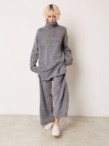 Комплект свитер с воротом и брюки серый