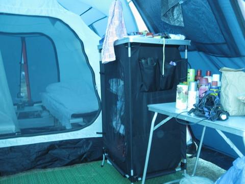 Палатка Canadian Camper GRAND CANYON 4, цвет royal, пример расстановки туристической мебели в тамбуре.