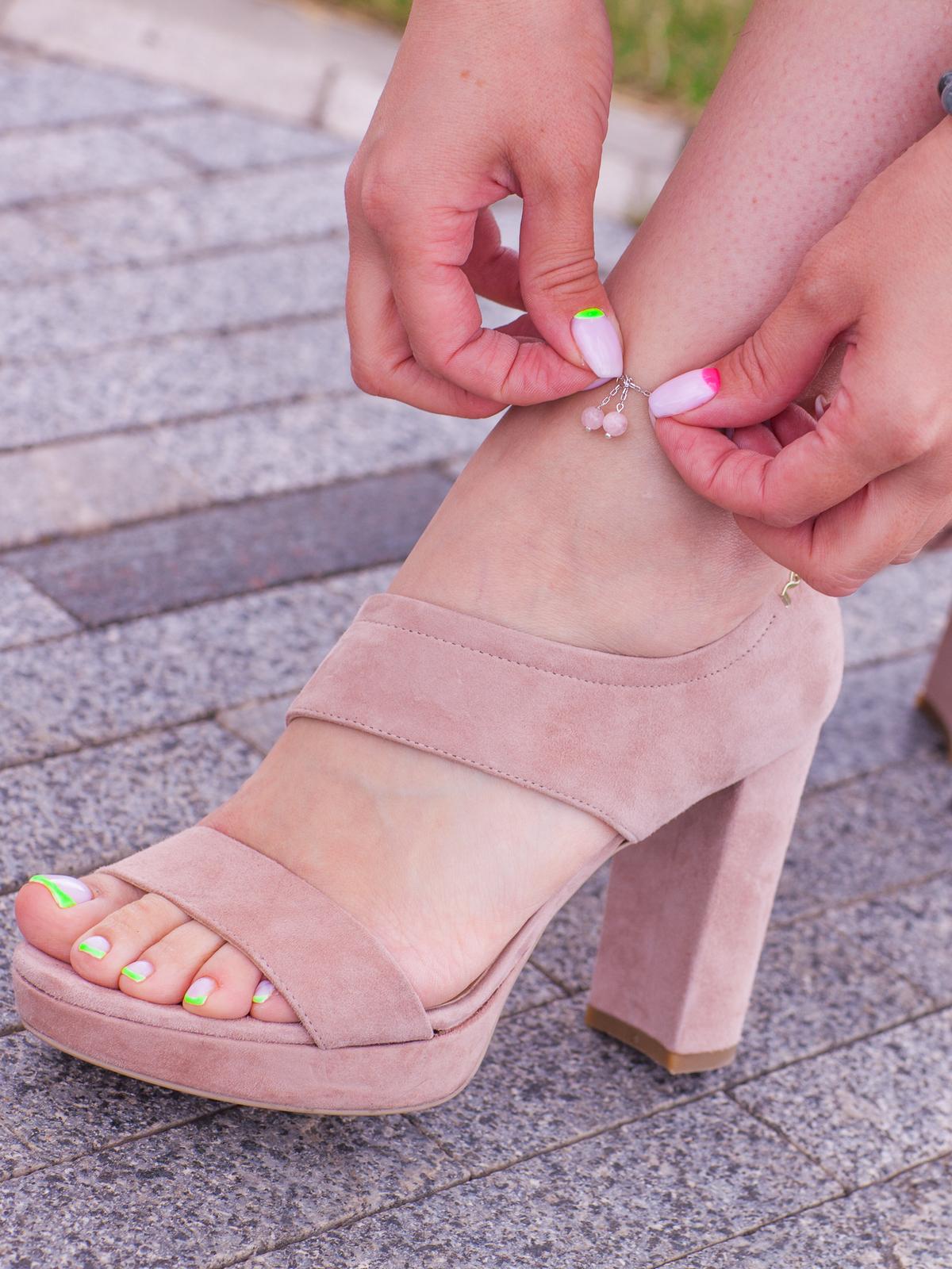 Браслет на ногу с розовым кварцем