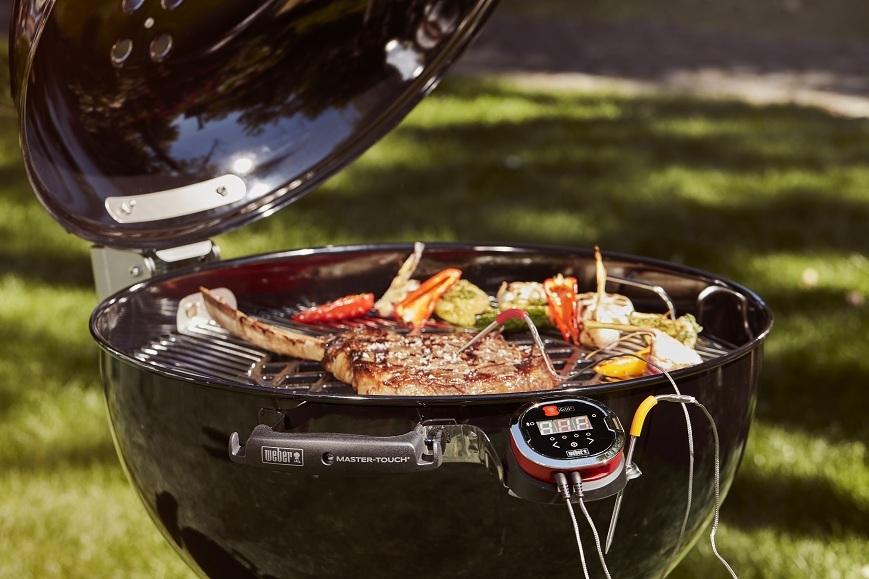 Гриль-барбекю угольный Weber Master-Touch Premium E-5770, 57 см, черный.