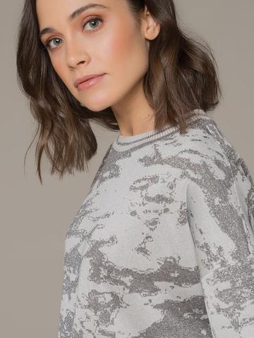 Женский джемпер серого цвета с укороченным рукавом - фото 2