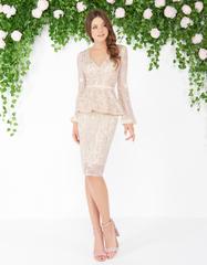 Mac Duggal 46018 Платье с баской, рукава длинные и кружевные