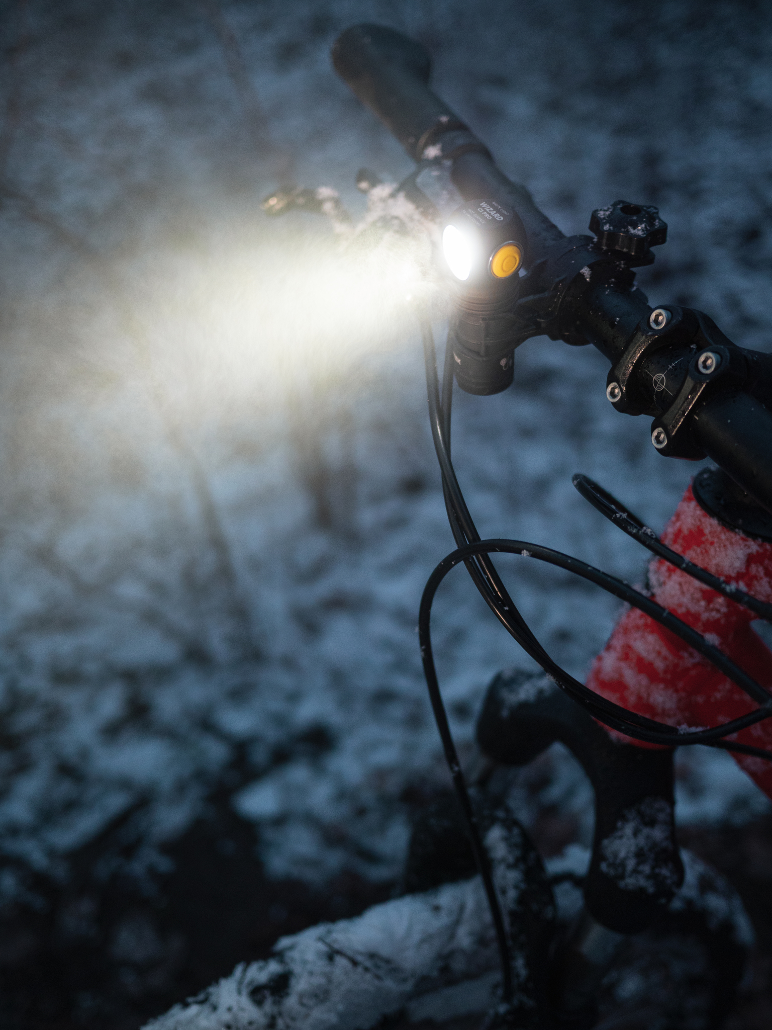Мультифонарь Armytek Wizard C1 Pro Magnet Usb (теплый свет) - фото 7